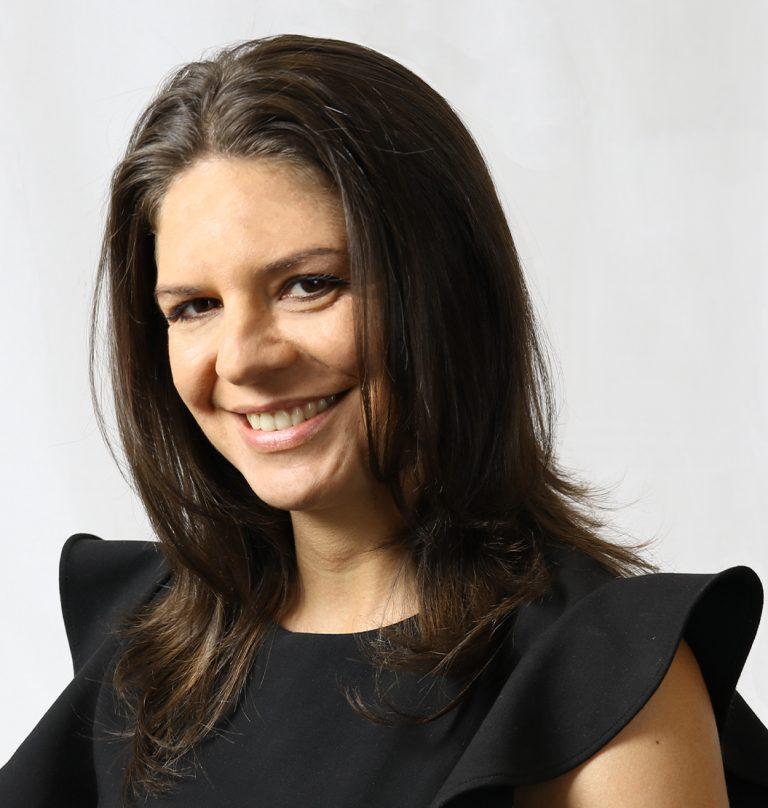Professional headshot of Alessandra Cunha