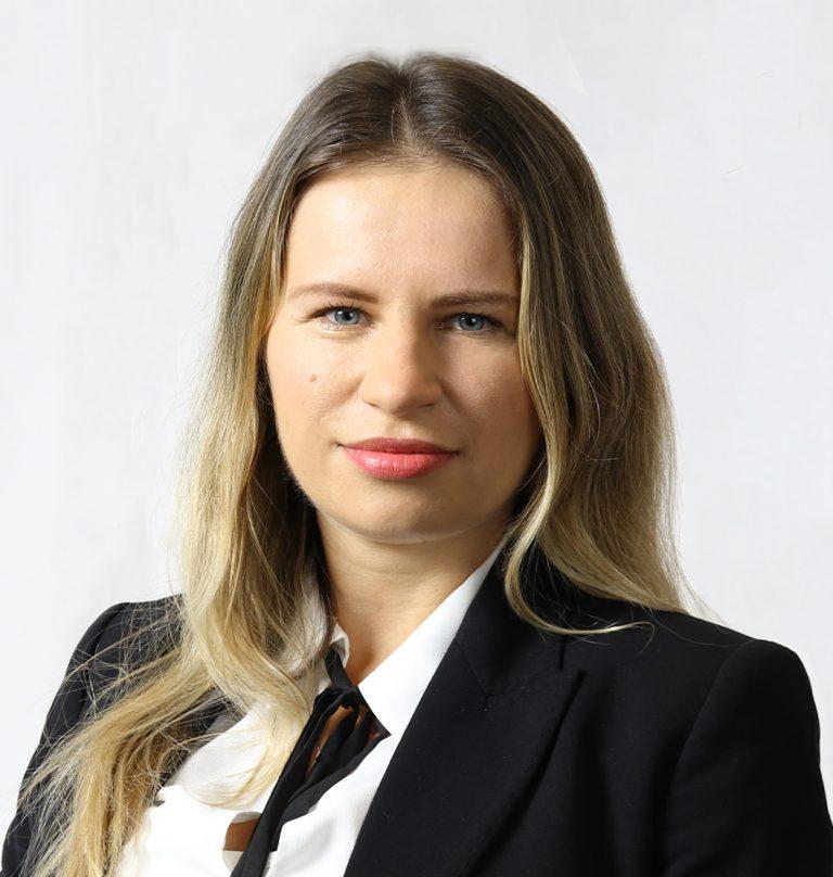 Professional headshot of Justyna Tomaszewski